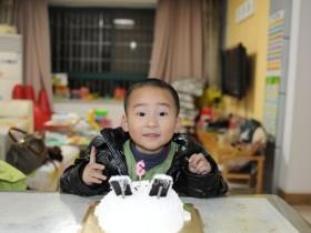 yoyo和他的生日蛋糕